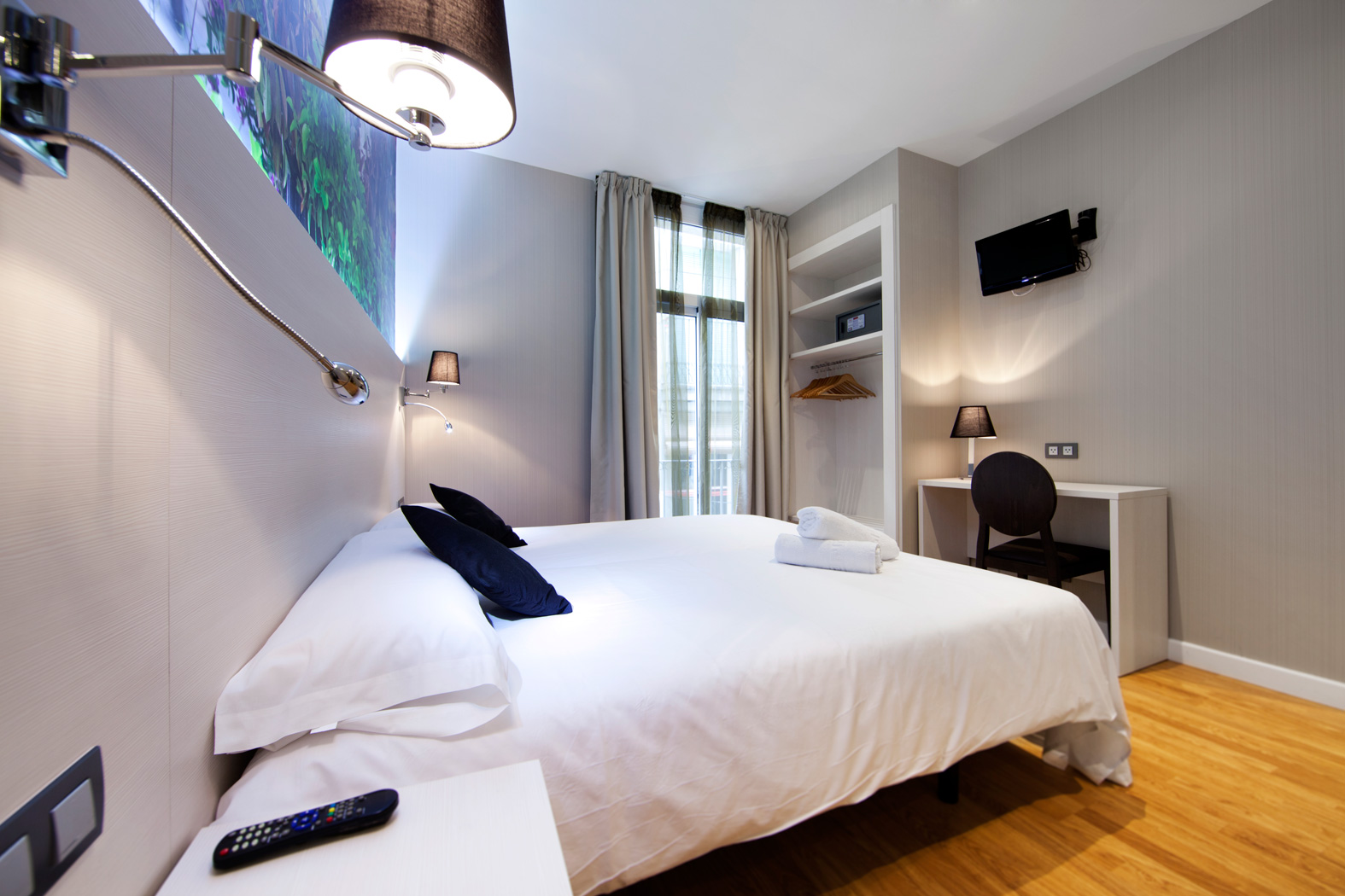 How To Soundproof Your Hotel Room
